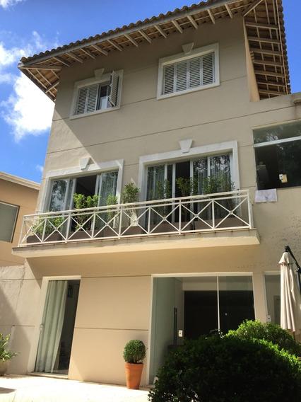 Casa Em Condomínio Fechado Com 3 Suítes E Amplo Jardim.