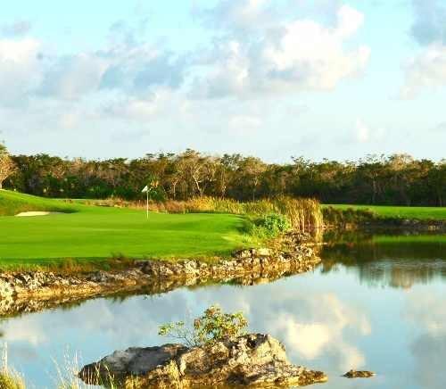 Terreno En Venta Con Alta Plusvalía, Country Club Residencial Y Golf, En Zona Exclusiva De Cancún