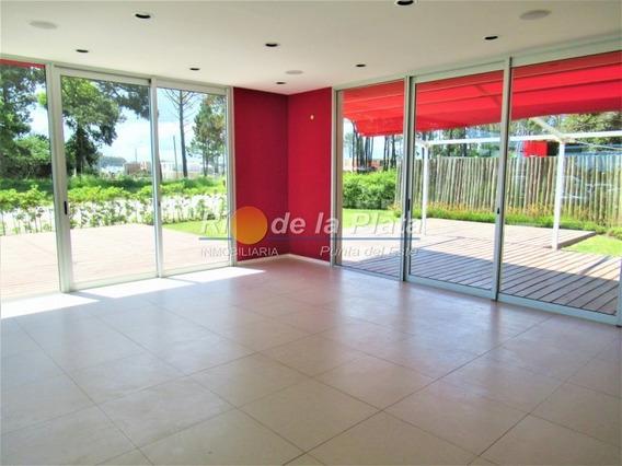 Moderno Local En Nuevo Centro Comercial- Ref: 12283