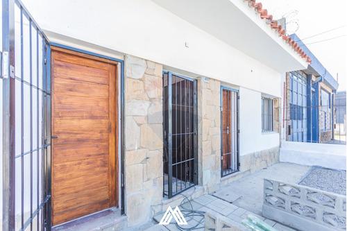 Casa 1 Dorm Y Patio, En Av. General Flores