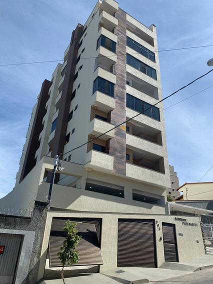 Apartamento Novo, 2/4 Suite, Elevador, Varanda, Garagem!