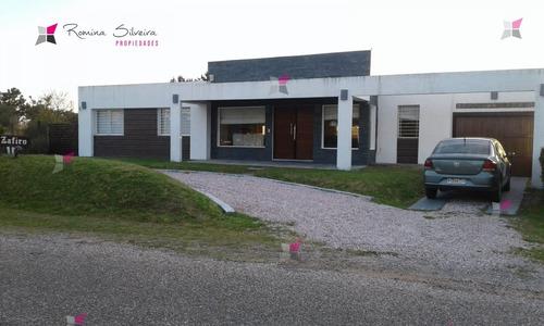 Venta Cómoda Casa En  Barrio Jardines De Córdoba - Ref: 8291
