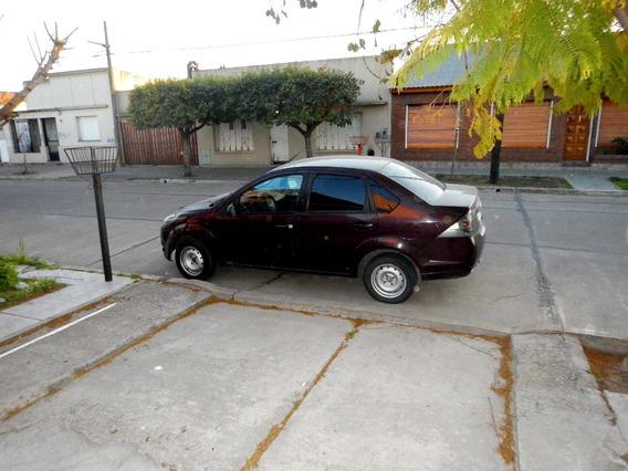Vendo Ford Fiesta Max One Ambiente 1.6 Aire/gnc