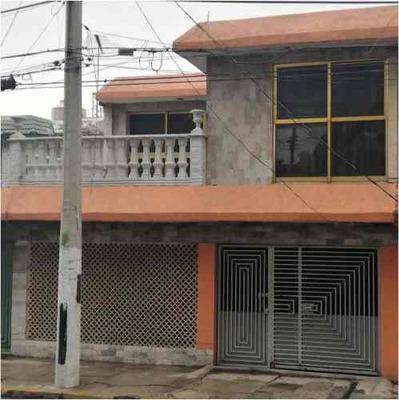 Casa De 4 Recámaras En Venta En Ciudad Azteca