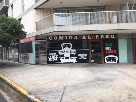 Local En Esquina En Puerto Madero. 189 M2. Buena Vidriera