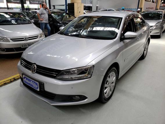 Volkswagen Jetta 2.0 Comfortline Prata 2014 (automático + Co