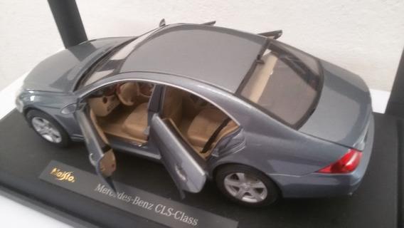 Miniatura Mercedes Benz 4 Portas Base Sem Cxa Maisto 1/18
