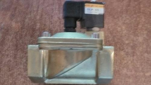 Valvula Selenoide Electrovalvula 1 1/2-220v Marca E-mc