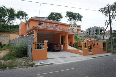 Casa En Las Colinas Del Oeste Espaciosa 4hb.3 Baños, 2 Pisos