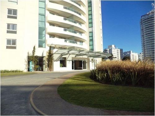 Venta De Apartamento 2 Dormitorios, En Playa Brava.