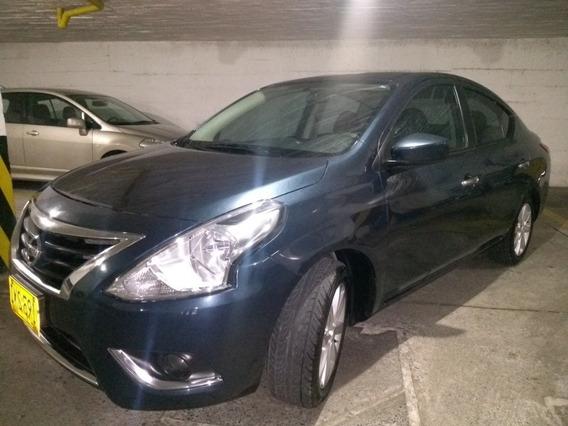 Nissan Versa Full Equipo 1.4 Sedan Azul.