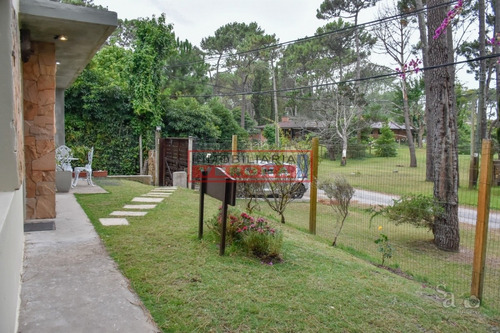 Casa En San Rafael, Punta Del Este, A Pocas Cuadras Del Mar- Ref: 6786