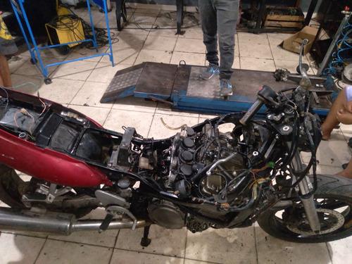 Imagem 1 de 6 de Suzuki  Gsx 750