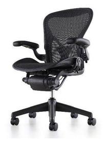 Mesa Herman Miller + Cadeira Aron