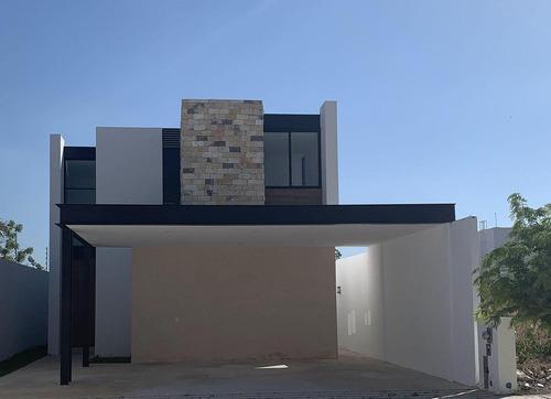 Casa De 4 Recámaras De Venta En Mérida - Desarrollos Habitacionales De Lujo - Modelo Silvano