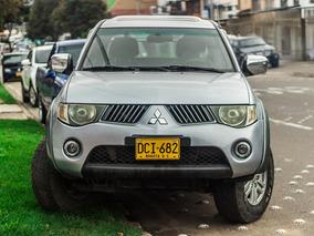 Mitsubishi Sportero L200, Motor 3200, 4 Puertas, Gris Plata.