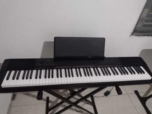 Piano Digital E Um Teclado Yamaha