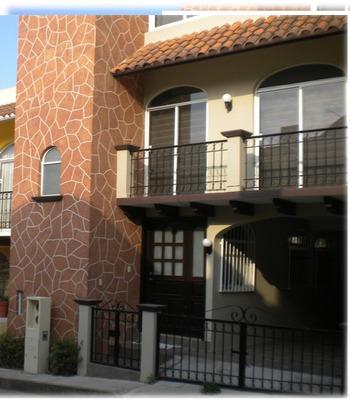 Casa De 2 Recamaras Con Un Baño Y Medio En Col. Santa Cruz