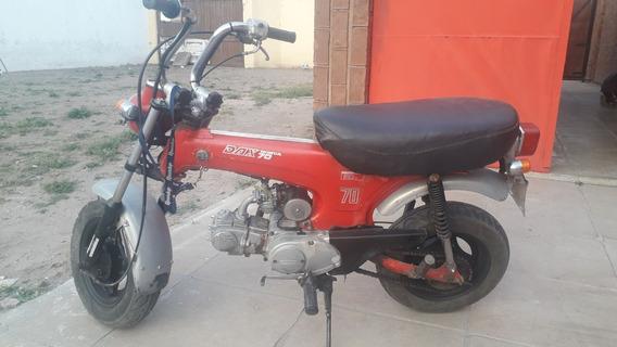 Moto Dax St 70