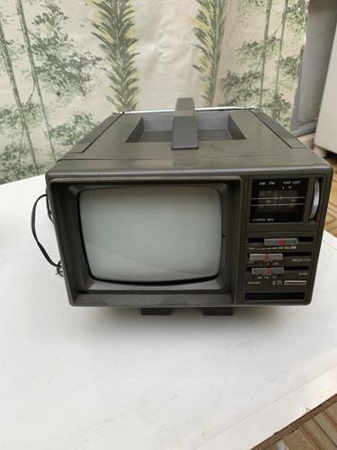 Tv Portátil Com Tela De 5 Polegadas Funcionando