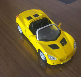Miniatura 2001 Opel Speedster Esc. 1/35 Maisto