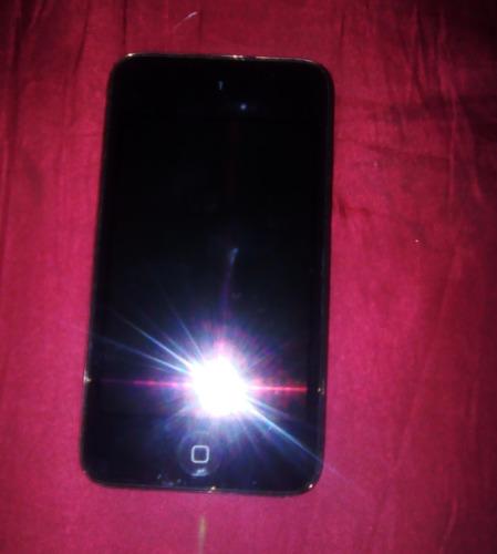 Imagen 1 de 6 de iPod Touch 4 De 16 Gb Con Protector Antigolpe Y Forro