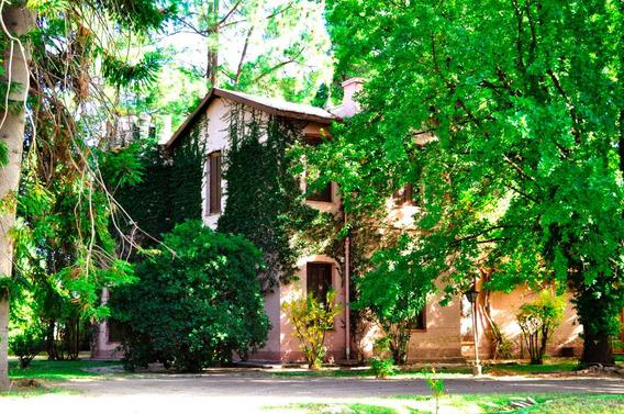 Casa Quinta Con Parque, Pileta Y Lago. 4 Habitaciones.