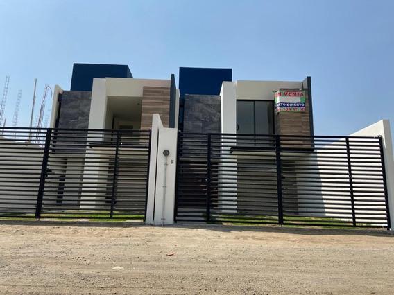 Casa Residencial En Venta, 3 Recamaras, Jardin Y Cochera