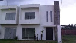 Nueva, Moderna Casa Universidad Ecologica, Km 5 Este