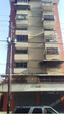 En Venta Av Bolivar Cómodo Apartamento