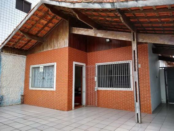 Casa Térrea Isolada E Arejada Com Edícula A 70 Mts Da Praia