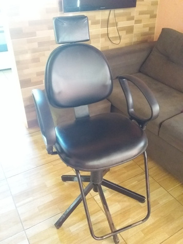 Imagem 1 de 2 de Cadeira Semi Nova (conservada) Para Estetica
