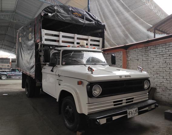Dodge 300 Publica - Estacas
