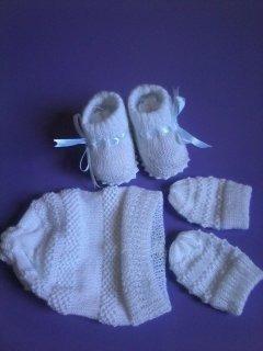Kit Em Tricô Para Recém-nascido ( Sapatinho, Touca, Luvinha)