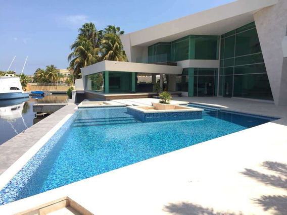 Lujosa Casa En Las Villas Con Muelle Lecheria