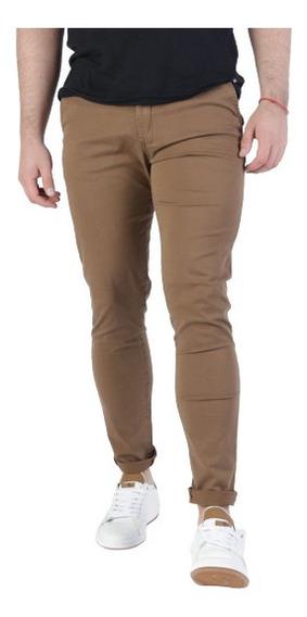 Pantalon Corte Chino De Calce Slim Fit.