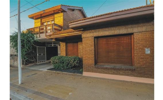 Casa En Venta En El Centro Con Pileta Climatizada!
