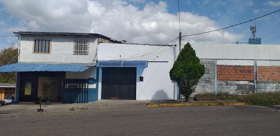 Local Comercial Y Apartamento En Obra Gris. Unidad Vecinal