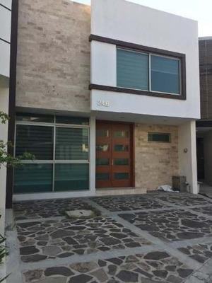 Se Renta Residencia En Fraccionamiento Villa Verona, Naciones Unida, Virreyes, Zapopan, Jal.