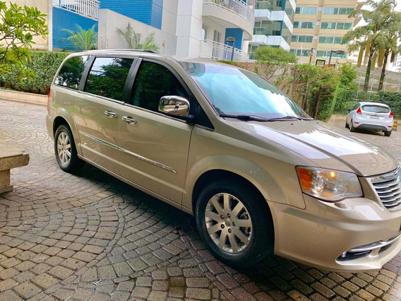 Chrysler Town & Country 3.6 Limited 5p 2013