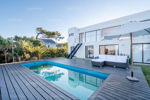 Casa Moderna En Montoya En Venta De Cuatro Suites- Ref: 31118
