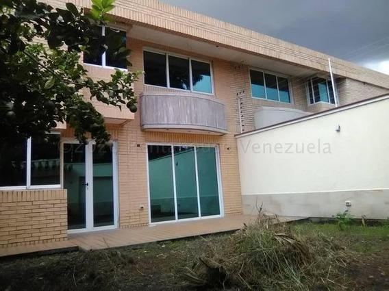 Townhouse En Venta La Cooperativa - Maracay 21-7714hcc