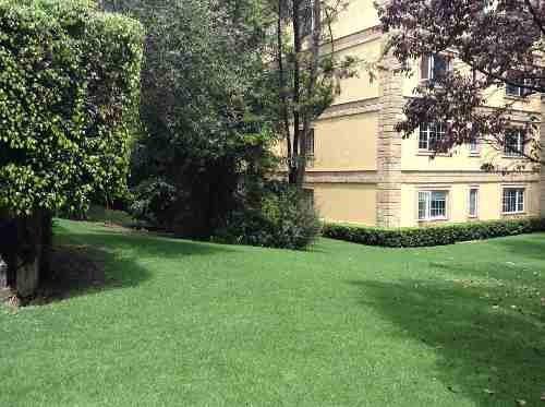 Rento Town House En Bezares Con Amplios Jardines