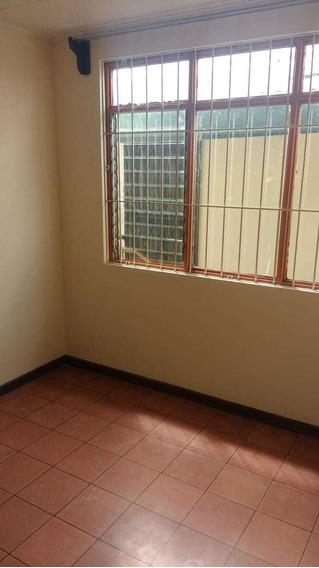 Alquiler De Habitación Para Mujer En Casa Compartida