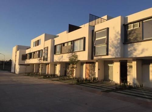 Hermosa Residencia En Condominio En El Centinela Zapopan