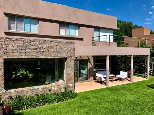 Imagen 1 de 14 de Dueño Vende Casa De Diseño 4 Ambientes Con Dependencia