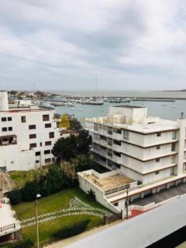 Apartamento En Muy Buena Ubicacion, De 2 Dor, 2 Baños Vista Al Puerto. Consulte!!!!!!!- Ref: 2213