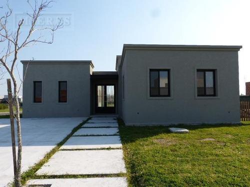 Casa En Venta En El Barrio San Matias Area 1 A La Laguna!!