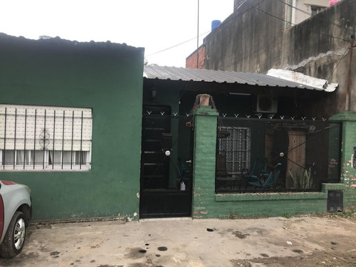Casa 4 Ambientes En Venta, Con Pileta - Moreno Sur