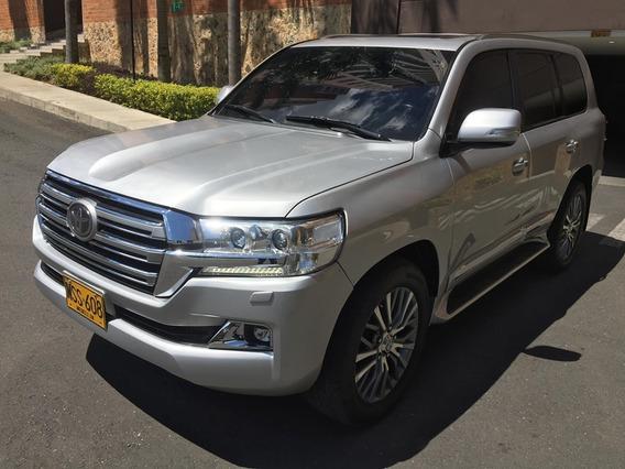 Toyota Sahara V8 4.5 2013 (blindada)